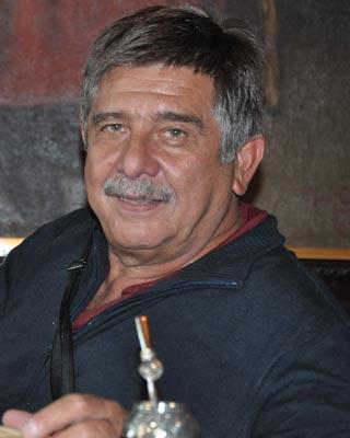 Carlos Slepoy, durante la entrevista, en el Centro Gallego de Buenos Aires.