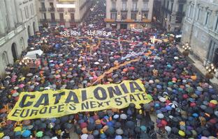 """Los manifestantes inundan el centro <br>de Barcelona: """"Queremos votar"""""""